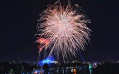 Rực rỡ pháo hoa, Việt Nam đón chào năm 2021 với niềm tin - hy vọng