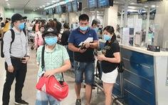 Tết dương lịch: khách bay tăng cao, 'rồng rắn' xếp hàng ở Tân Sơn Nhất