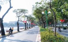 Phố phường thông thoáng, người Hà Nội đạp xe tận hưởng không khí đầu năm