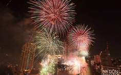Bangkok bắn pháo hoa hoành tráng để vực dậy tinh thần người dân khi dịch lan nhanh