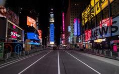 Thế giới tương phản đón năm mới: Nơi đông nghẹt, chỗ vắng tanh