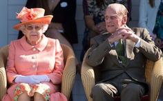 Giáo hoàng Francis và Nữ hoàng Anh Elizabeth tiêm vắc xin phòng COVID-19