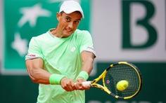 Tay vợt Việt kiều khuất phục Tommy Robredo