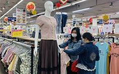 Nhộn nhịp tới siêu thị sắm quần áo tết