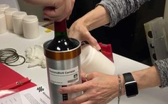 Rượu vang Pháp 'ủ' trên vũ trụ 12 tháng chuẩn bị đáp xuống Trái đất