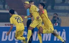CLB Hà Nội thua đậm Nam Định ở trận khai mạc V-League 2021