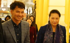 Chủ tịch Quốc hội xem kịch Bác Hồ xử án tham nhũng do Xuân Bắc đạo diễn
