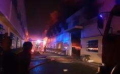 Cháy lớn tại công ty giày da ở quận Bình Tân