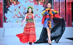 Phương Hồ đưa câu chuyện lịch sử vào thời trang áo dài