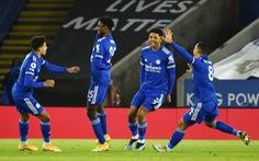 Hạ gục Chelsea, Leicester hiên ngang lên đỉnh bảng Premier League