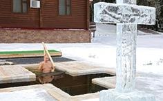 Ông Putin cởi trần tắm trong hồ nước lạnh -20 độ