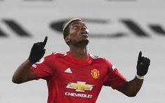 Pogba đưa Man Utd trở lại ngôi đầu bảng