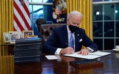 Ngồi vào Phòng Bầu dục, Tổng thống Biden ký ngay 15 sắc lệnh