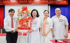 HĐND TP.HCM thăm, tặng quà chúc Tết Bệnh viện Hùng Vương và các hộ nghèo