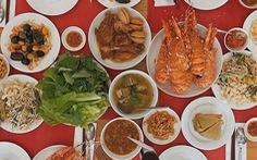 Mâm Tết nhà tôi: Thèm bữa cơm khổ qua dồn thịt 'made by mẹ'