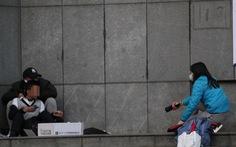 Chấn động khoảnh khắc kẻ bắt cóc bị tiêu diệt khi đang nói chuyện với nữ phóng viên