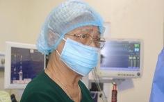 Thầy thuốc ưu tú 86 tuổi vẫn tham gia ca mổ