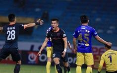 Video: Tiến Linh giật gót tinh tế rồi chạy chỗ, dứt điểm ghi bàn 'kết liễu' CLB Hà Nội