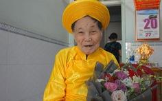 'Bí quyết' răng còn nguyên của cụ bà 100 tuổi ở TP.HCM