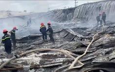 Cháy rụi xưởng may ở Bình Định, toàn bộ nhà xưởng đổ sập