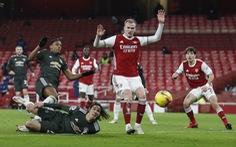 Cavani bỏ lỡ cơ hội không tưởng, Man United hòa Arsenal