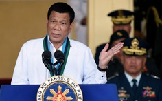 Ông Duterte khen nhóm an ninh tự tiêm vắc xin COVID-19 chưa qua phê duyệt