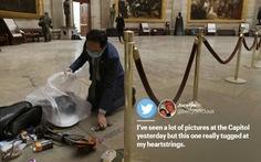 Nghị sĩ Mỹ quỳ xuống nhặt rác trong điện Capitol vì thấy đau lòng