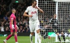 Vào sân từ ghế dự bị, Harry Kane lập hat-trick trong 20 phút giúp Tottenham thắng '5 sao'