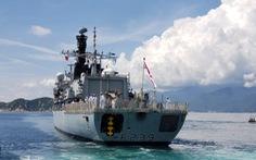 Tàu Hải quân Hoàng gia Anh HMS Richmond cập cảng Cam Ranh
