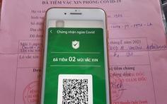 HỎI - ĐÁP về dịch COVID-19: Tiêm đủ liều vắc xin nhưng không có 'thẻ xanh', làm thế nào?