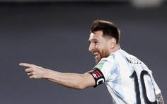 Messi bất ngờ ra sân và ghi bàn giúp Argentina giành 3 điểm