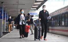 103 khách lên chuyến tàu đầu tiên từ Hà Nội vào TP.HCM
