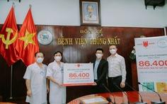 Doanh nghiệp dầu gió Singapore tặng nước rửa tay cho bệnh viện tuyến đầu