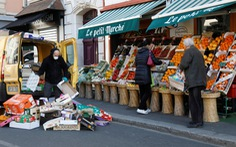 Pháp cấm dùng túi nhựa cho trái cây và rau quả