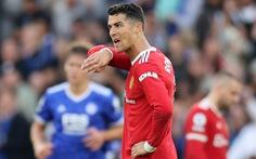 Ronaldo 'tịt ngòi', Man Utd thua ngược Leicester sau cuộc rượt đuổi tỉ số
