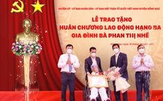 Nhà giáo Phan Thị Nhế được trao tặng Huân chương Lao động hạng ba