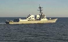 Tàu Nga áp sát để ngăn tàu Mỹ tiếp cận lãnh hải