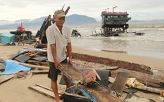 Hai tàu cá của một ngư dân Đà Nẵng bị sóng đánh tan tành