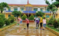 Quảng Nam: Lũ rút, dân tất bật dọn nhà cửa, đường sá