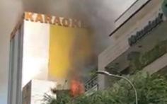 Mở cửa dọn dẹp, quán karaoke ở quận 10 cháy lớn