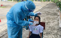 Học sinh xã đảo Thạnh An test COVID-19, chờ tin đến trường