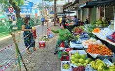 Ngày đầu siêu thị ở Nha Trang mở cửa lại, người dân bỡ ngỡ dùng mã QR