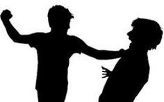 Tạm giữ hình sự 10 thanh niên để điều tra về hành vi giết người