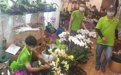 20-10: Khách mua dồn dập ngày cuối, nhiều điểm bán hoa, trái 'cháy hàng'