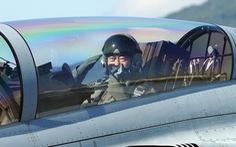 Tổng thống Hàn Quốc ngồi ghế phụ máy bay chiến đấu quảng bá sức mạnh quốc phòng