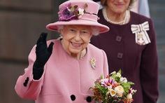 Nữ hoàng Anh xuất viện và làm việc ngay sau một đêm nhập viện