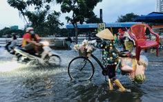 TP.HCM vào mùa triều cường, trở lại với 'bình thường lội nước'