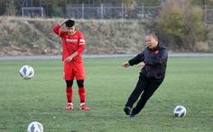 Thầy Park thi sút xà ngang cùng học trò U23 và cái kết