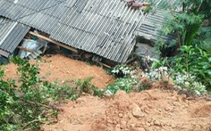 Sạt lở đất ở Nam Trà My, sơ tán nhiều hộ dân