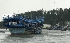 Lật thuyền thúng, 3 người mất tích ở cửa biển